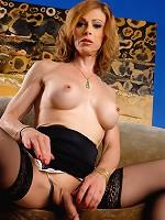Super hot MILF Jasmine Jewels exposing herself