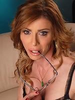 Irresistible TMILF Jasmine Jewels jerking off