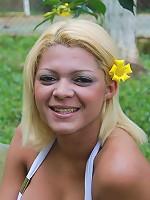 Tempting T-girl posing naked outdoors